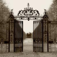 Hampton gate (by Alan Blaustein)